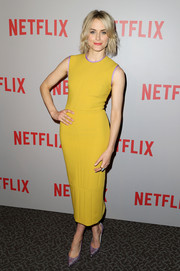 Taylor Schilling kept it vibrant all the way down to her metallic lavender Stuart Weitzman pumps.