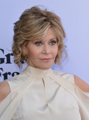 Jane Fonda looked as stylish as ever wearing this short wavy hairstyle at the premiere of 'Grace & Frankie' season 2.