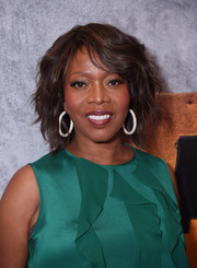 Alfre Woodard sported a stylish wavy bob at the premiere of 'Luke Cage' season 2.