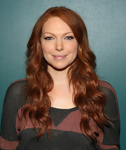 Laura Prepon showed off her simply stunning red locks with a loose and natural wave.