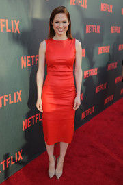 Ellie Kemper looked simply stylish in a sleeveless red leather dress at the 'Unbreakable Kimmy Schmidt' FYC event.