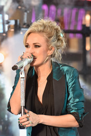 Carrie Underwood sparkled in jewelry by Anne Sisteron as she performed at the New Year's Eve celebration in NYC.
