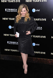 Abigail Breslin shined at the 'New Year's Eve' premiere in NYC. She accessorized her look with nude platform pumps.
