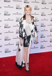 Mischa Barton walked the New York City Ballet Spring Gala red carpet wearing a Rubin & Chapelle printed silk robe over a matching mini dress.