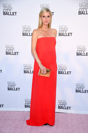 Nicky Hilton looked simply divine in a strapless red column dress by Oscar de la Renta at the New York City Ballet's 2017 Fall Fashion Gala.