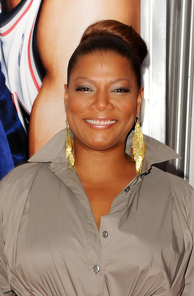 """Actress Queen Latifah showed off her classic high bun while hitting the red carpet premiere of """"Just Wright""""."""