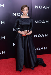 Emma Watson looked downright grand in an Old Hollywood-glam Oscar de la Renta gown during the NYC premiere of 'Noah.'