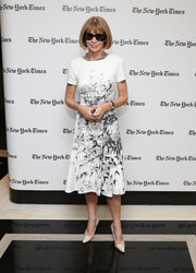 Anna Wintour chose a pair of nude snakeskin pumps to complete her lovely outfit.