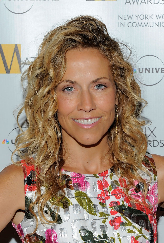 Sheryl Crow S Tight Curls Medium Length Hairstyles For