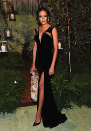 Selita Ebanks looked super sexy, pairing her very high slit with sleek patent-leather pointy-toe Christian Louboutin pumps.