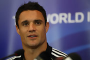 Dan Carter wore his hair in a classic short cut for this 'All Blacks' press conference.