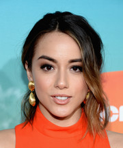 Chloe Bennet wore a gorgeous messy ponytail at the Nickelodeon Kids' Choice Awards.