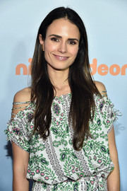 Jordana Brewster kept it casual with this loose, center-parted hairstyle at the 2017 Kids' Choice Awards.