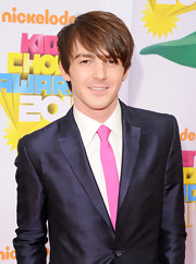 This bubblegum pink skinny tie really popped against Drake Bell's navy blue suit.