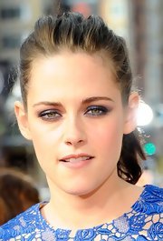 Kristen Stewart wore shimmering shades of blue and plum eyeshadow for the 2012 Kids' Choice Awards.