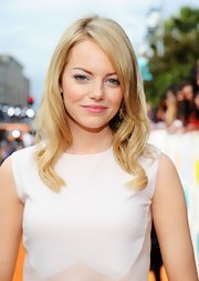 Emma Stone wore her lightened tresses in long sleek layers at the 2012 Kids' Choice Awards.
