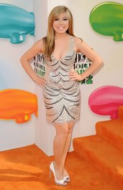 Former Celebrity Guest Editor, Jennette McCurdy, didn't hold back at the Kids' Choice Awards. She brought out the glitz in this sequined flapper-worthy number.
