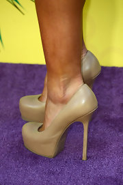 Karina Smirnoff showed she can really work a pair of heels with these nude platform pumps.