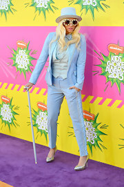 It should come as a shock to no one that Kesha chose a powder blue tuxedo with matching top hat and cane for her purple carpet look.