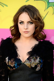 Elizabeth Gillies chose soft, thick waves to complete her sultry beauty look at the Kids' Choice Awards.