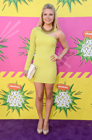 Kelli Goss chose this one-shouldered, solid-colored dress for her sleek and sophisticated look at the 2013 KCAs.