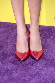 Peyton List added a splash of color to her look with these metallic fuchsia pumps.