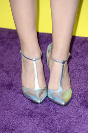 Bridgit Mendler chose a basic, silver T-strap sandal for her evening look at the KCAs.