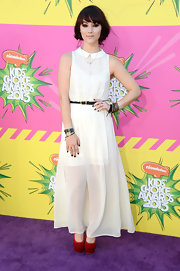 Fivel Stewart chose a long white maxi with an adorable Peter Pan collar for her light and airy look on the purple carpet at the Kids' Choice Awards.