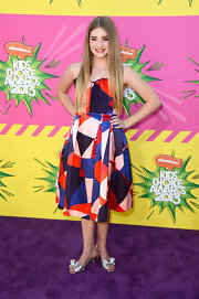 Willow Shields chose a funky, geometric print strapless dress for her young and fun look at the KCAs.
