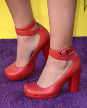 Savannah Jayde chose these red platform pumps for her look on the purple carpet at the KCAs.