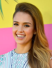 Jessica Alba showed she's not afraid to have a little fun with her makeup when she sported this cool turquoise shadow.