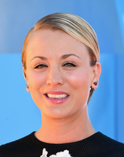 Kaley Cuoco-Sweeting looked boyish wearing this short, slicked-down 'do at the Kids' Choice Awards.