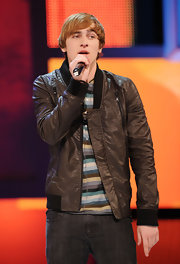 Kendall Schmidt's leahter jacket toughened up his sweet style.
