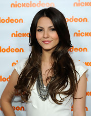 Victoria Justice's layered chainlink necklaces spiced up her otherwise understated outfit at Nickelodeon's 2010 Upfront Presentation.