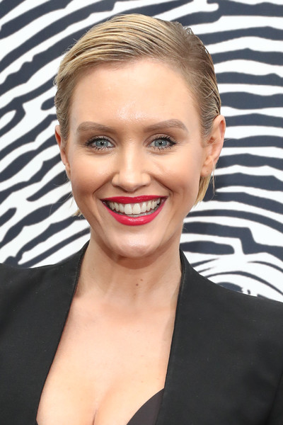 Nicky Whelan Short Side Part [hair,face,eyebrow,hairstyle,lip,blond,forehead,chin,beauty,skin,nicky whelan,los angeles,sofitel,california,beverly hills,beverly hills unveils the cool heart gallery,cool heart gallery,unveiling]