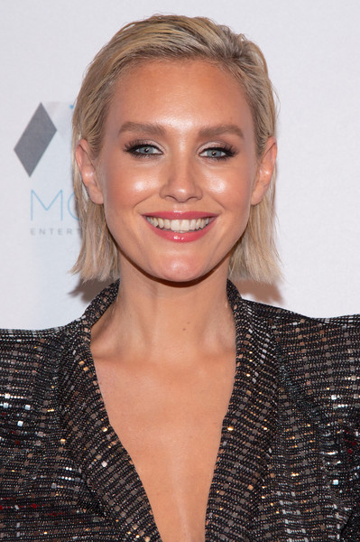 Nicky Whelan Short Straight Cut [highlands to the hills,hair,face,hairstyle,eyebrow,blond,lip,beauty,chin,brown hair,forehead,nicky whelan,california,los angeles,face forward international 10th annual gala]