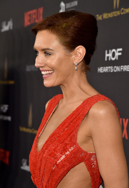 Nicky Whelan French Twist [hair,hairstyle,beauty,chin,lip,brown hair,premiere,model,neck,eyelash,laura mercier,nicky whelan,marie claire,lindt chocolate,deleon tequila,the beverly hilton hotel,weinstein company,netflix golden globe party,hearts on fire,red carpet]