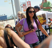 Jenni wore oversized shades in a deep purple hue while spending the day on the New Jersey boardwalk.