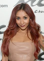 Nicole Polizzi wore her tresses in a lovely stream of waves during the Music Choice U&A.