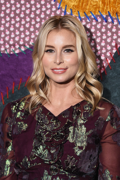 Niki Taylor Medium Wavy Cut