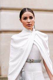 Olivia Culpo styled her white outfit with a gray leather belt by Nina Ricci when she attended the brand's Fall 2018 show.