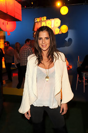 Kelly Monaco kept cozy at the launch of Super Mario 3D Land in an oversize ribbed cream cardigan.