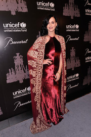 Katy Perry looked very queenly at the UNICEF Snowflake Ball in a red velvet Naeem Khan gown with a floor-grazing embroidered cape.