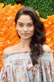 Shanina Shaik sported a gorgeous wavy side sweep at the Veuve Clicquot Polo Classic.