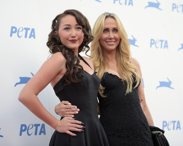 Noah Cyrus Dark Nail Polish [red carpet,little black dress,dress,hairstyle,fashion,premiere,event,shoulder,long hair,carpet,cocktail dress,tish cyrus,noah cyrus,california,los angeles,hollywood palladium,party,peta,35th anniversary party]