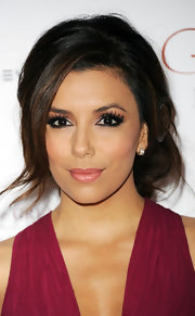 Eva Longoria wore a pair of ultra-long false lashes at the Noble Gift Gala.