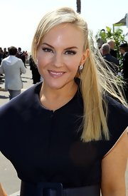 Rachel Harris attended the Independent Spirit Awards wearing her hair in a sleek ponytail with long side-swept bangs.