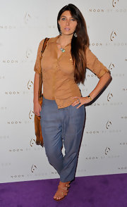 Brittny Gastineau kept her California cool factor at the Noon by Noor launch in blue trousers and strappy tan buckled sandals.