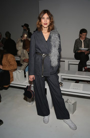 Alexa Chung sported a baggy gray pantsuit at the Noon By Noor fashion show.
