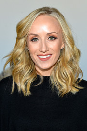 Nastia Liukin looked fabulous with her high-volumes waves at the Noon by Noor fashion show.